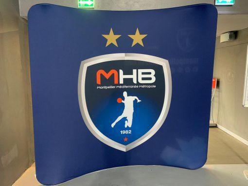 Mur d'interview courbé pour club sportif-MHB Nakara Sport