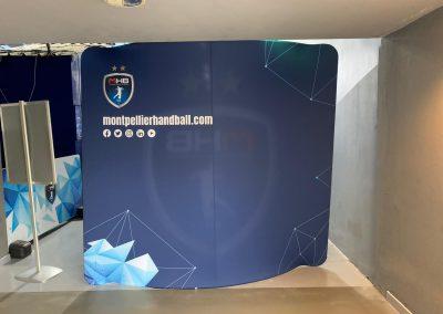 Mur d'interview courbé recto-verso pour club sportif-MHB Nakara Sport